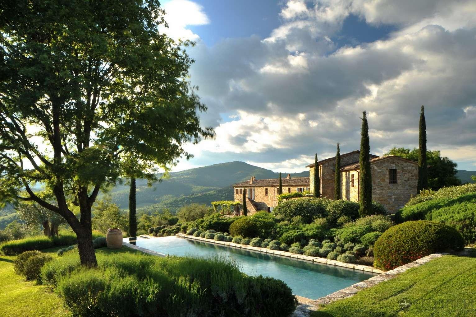 Castello_di_Reschio_Noci_001