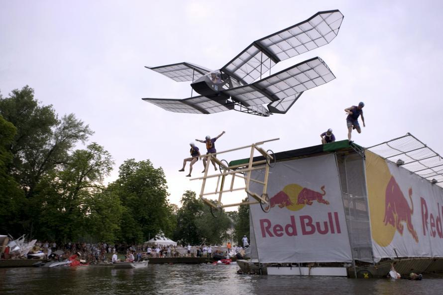 redbull letecky den letadlo