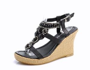 paskove-cerne-sandale-s-ozdobnymi-kameny