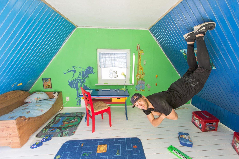 jason-paul-s-running-illusions-bedroom-portrait