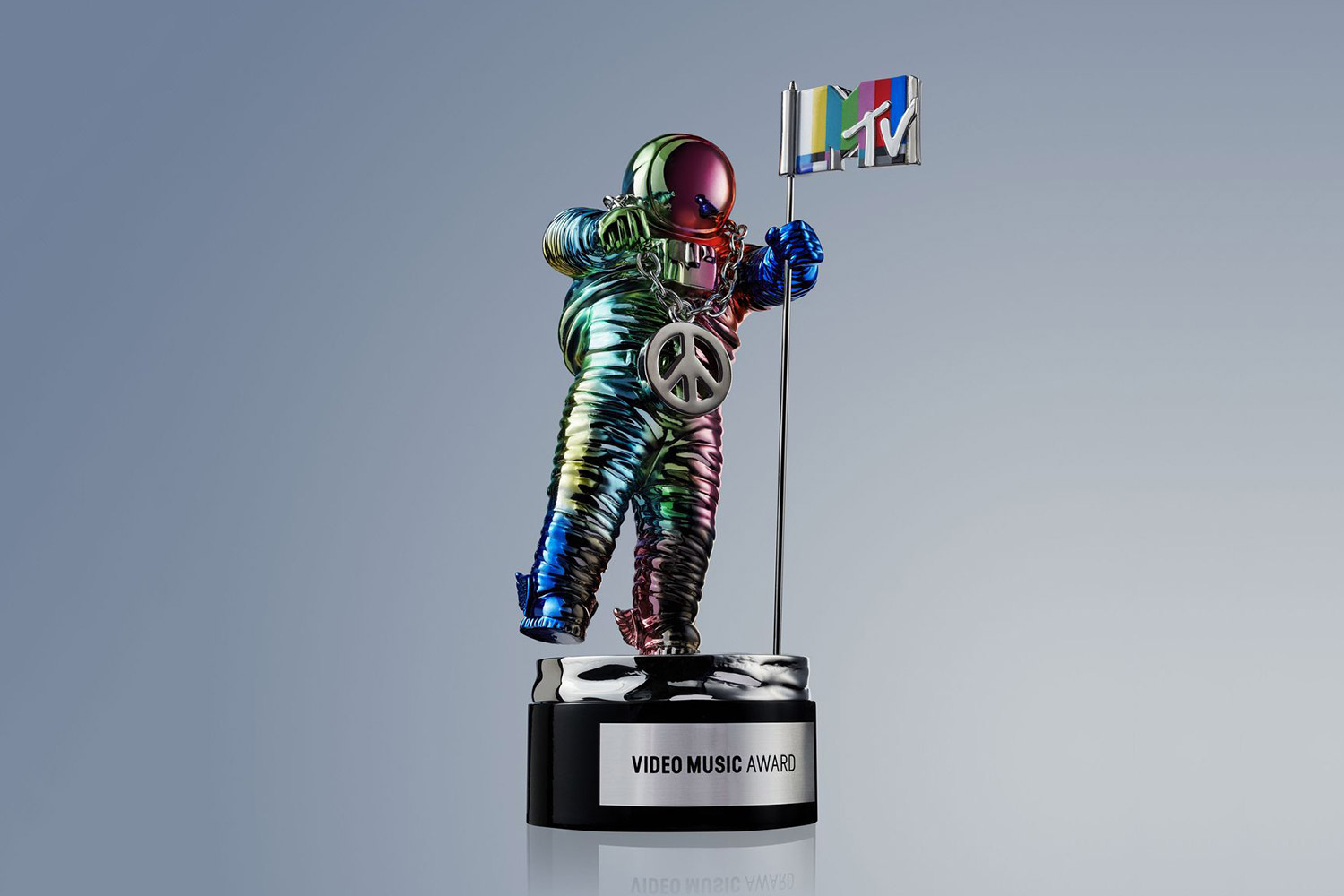 jeremy-scott-redesigns-mtv-video-music-awards-moonman-01